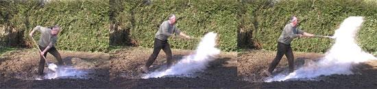 Epandre des cendres dans le potager